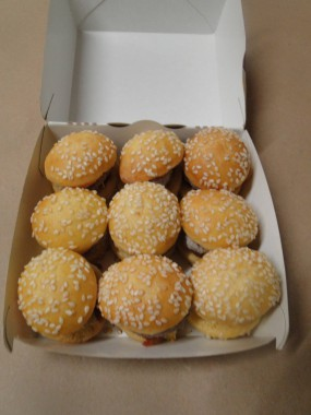 9 mini Cheese Burger
